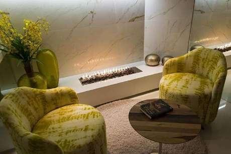 33. As pedras vulcânicas das lareiras a gás também ajudam a compor a decoração do ambiente