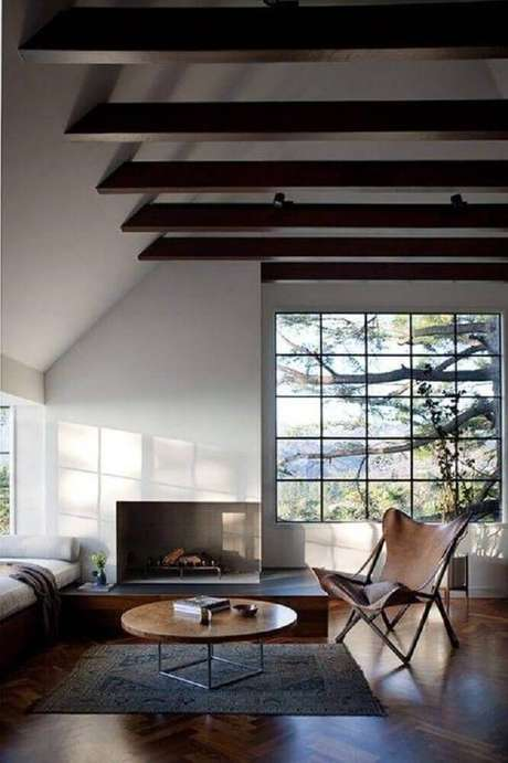 36. A lareira de canto também pode compor uma decoração mais rústica
