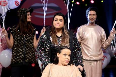 Preta Gil se emociona em desfile de moda inclusiva: ao fundo, Isabella Fiorentino e Arlindo Grund (Fotos: Thiago Duran/AgNews)