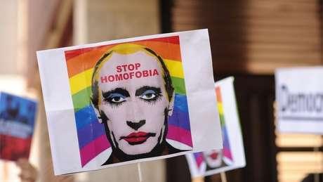 Lei contra 'propaganda gay' é uma forma de homofobia instiutucionalizada, dizem ativistas