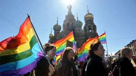 Autoridades e organizadores têm afirmado que a segurança de torcedores LGBT será garantida