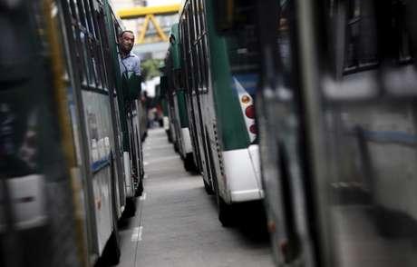 Ônibus estacionados em terminal em São Paulo, Brasil 12/05/2015 REUTERS/Nacho Doce