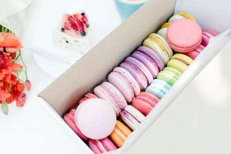 Caixinha com macarons coloridos de todos os sabores
