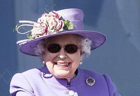 Rainha Elizabeth II passou por cirurgia de catarata no mês passado