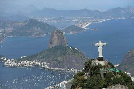Vista aérea do Cristo Redentor e do Pão de Açúcar, no Rio de Janeiro
