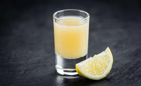 Shot de limão com cúrcuma