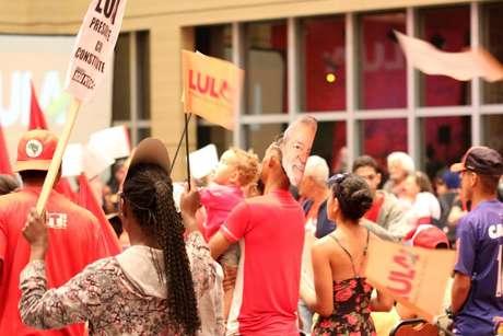 Militantes no lançamento da pré-candidatura de Lula