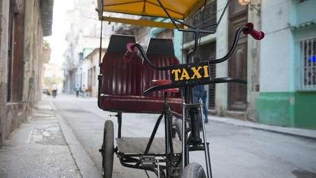 Após a queda da União Soviética, bicicletas se tornaram cruciais para o transporte em Havana