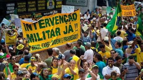 Depois dos megaprotestos em 2013, Brasil assistiu a nova onda de manifestações em 2015 pedindo o impeachment de Dilma Rousseff e até intervenção militar