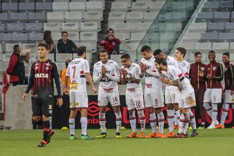 Comemoração do gol de Nenê, do São Paulo, contra o Atlético-PR, na Arena da Baixada, em Curitiba