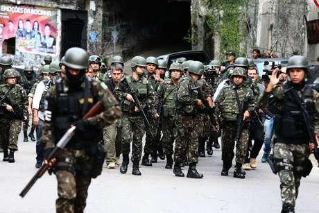 Forças Armadas fazem operação na Favela da Rocinha