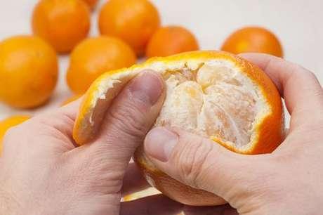 Como descascar laranja de forma fácil
