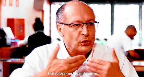 Presidenciável tucano para as eleições 2018, Geraldo Alckmin faz gravações em padarias.