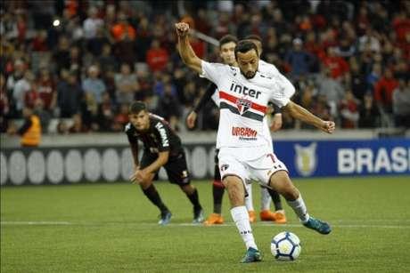 Nenê marcou o gol da vitória sobre o Atlético-PR