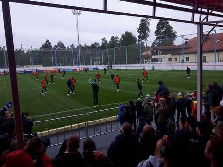 Treino de Portugal em Kratovo contou com a presença de torcedores (Carlos Alberto Vieira)