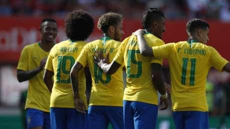 Brasil deve ter reforços para a estreia da Copa do Mundo, contra a Suíça (Foto: Pedro Martins/MoWAPress)