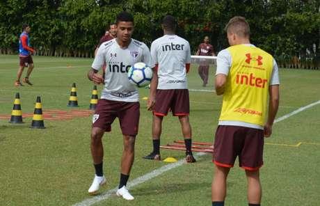 Jogador revelado em Cotia ficou duas semanas treinando com a seleção brasileira (Felipe Espíndola/saopaulofc.net)