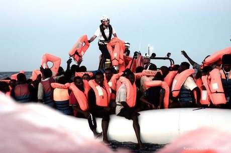 Resgate de migrantes no Mediterrâneo pelo navio Aquarius