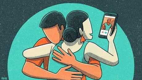 Especialistas dizem que enviar mensagens para outra pessoa pode ser considerada uma microtraição