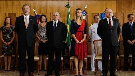 Em meio ao intenso troca-troca ministerial do governo Temer, Etchegoyen é um dos poucos que está no planalto que Temer ainda era interino, antes do final do processo de impeachment de Dilma Rousseff (PT), em maio de 2016