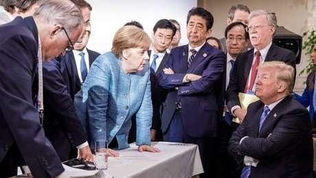 Foto divulgada pelo governo alemão sugere o clima de tensão na reunião da Cúpula do G7, que reuniu os líderes das sete maiores economias mundiais