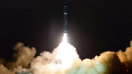 Teste de míssil norte-coreano em novembro de 2017; alcance do programa nuclear do país é alvo de grande especulação