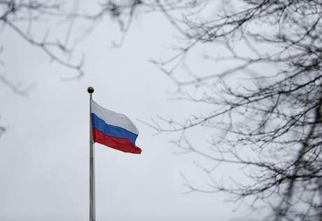 Bandeira da Rússia é vista em consulado do país em Washington, Estados Unidos 26/03/2018  REUTERS/Lindsey Wasson