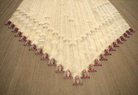 Colheita de plantação de soja em Tangará da Serra, Mato Grosso, Brasil 05/05/2009 REUTERS/Paulo Whitaker
