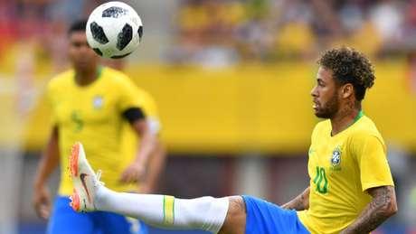 Neymar no amistoso contra a Áustria (Foto: AFP/JOE KLAMAR)