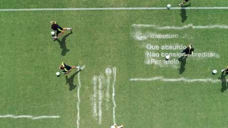 Jogadores treinam para apagar comentários sobre o 7 a 1 na última Copa do Mundo, no Brasil (Foto: Reprodução)