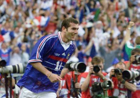 Zidane comandou a França na Copa do Mundo de 1998 (GABRIEL BOUYS / AFP)