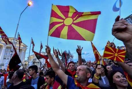 Oposição protesta contra governo da Macedônia por causa de negociações com a Grécia