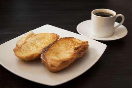 Pão na chapa com cafezinho
