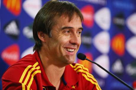 Julen Lopetegui em coletiva de imprensa à frente da Seleção Espanhola
