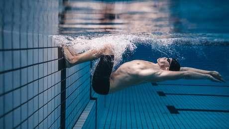 Nadadores também estão sujeitos à dor na lateral da barriga