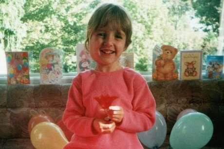 Laura diz que as vozes que escutava na infância a assustavam; hoje ela aprendeu a lidar com elas
