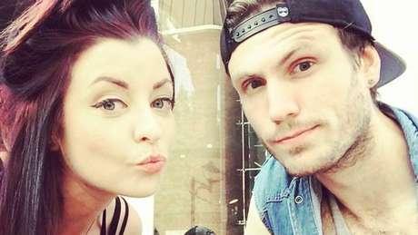Mitch sente-se como se a doença de sua namorada também o afetasse por fazer parte de seu dia a dia