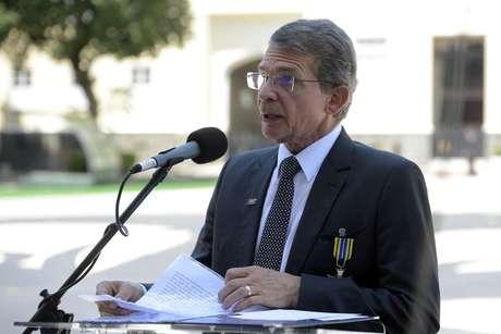 O General Joaquim Silva e Luna  é o primeiro militar a comandar o ministério desde que foi criado, em 1999