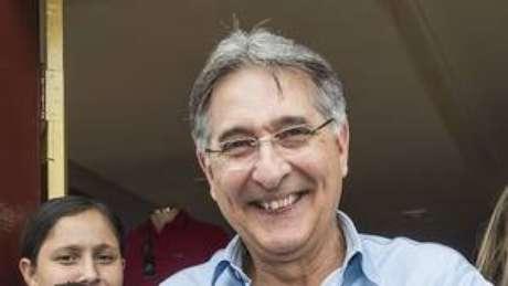 Pimentel espera as negociações do PT em nível nacional para confirmar com quem comporá sua chapa.