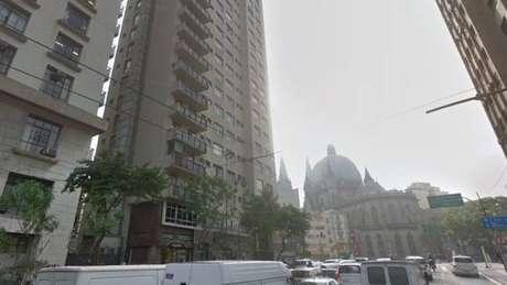 Incêndio começou por volta das 3h da madrugada no 2º andar de um edifício no Viaduto Dona Paulina, região da Sé