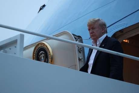 Presidente dos EUA, Donald Trump, desembarca do Força Aérea Um na base aérea de Andrews 13/06/2018 REUTERS/Jonathan Ernst