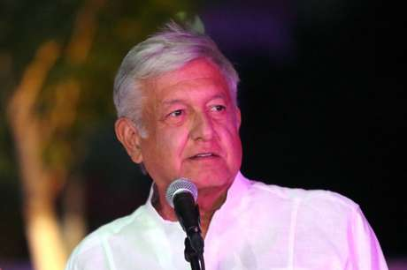 Andrés Manuel López Obrador faz pronunciamento ao chegar para terceiro debate entre candidatos à Presidência do México, em Mérida 13/06/2018 REUTERS/Lorenzo Hernandez