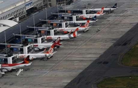 Aeronvaes no aeroporto Santos Dumont, no Rio de Janeiro 12/01/2017 REUTERS/Nacho Doce