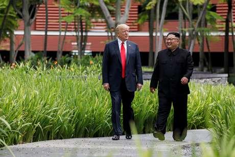 Trump e Kim caminham durante encontro em Cingapura
