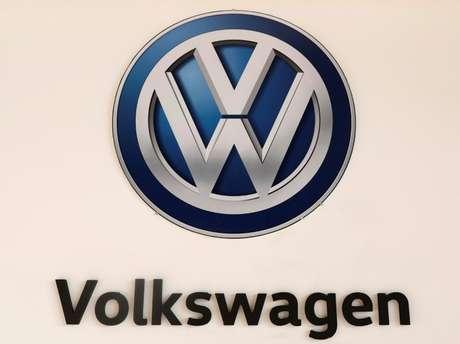 Logo da Volkswagen em feira de carros na Cidade do México 23/11/2017 REUTERS/Henry Romero