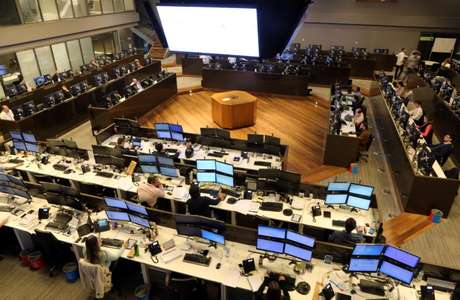 Operadores durante sessão da Bovespa, no centro de São Paulo 24/05/2016 REUTERS/Paulo Whitaker