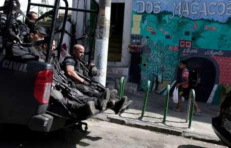 Policiais fazem patrulhamento no Rio de Janeiro 06/10/2017 REUTERS/Bruno Kelly