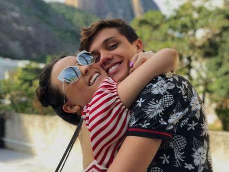 Larissa Manoela e Leo Cidade não passaram o Dia dos Namorados juntos e a gata ficou tristinha