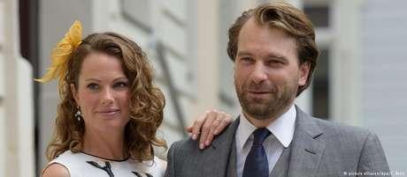 O príncipe Georg-Constantin se casou com a britânica Olivia Rachelle Prage em 2015