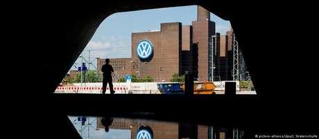 Volkswagen admitiu que mais de 10 milhões de veículos foram equipados com dispositivo ilegal
